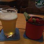 Excelentes cervejas, drinks, atendimento, decoração, etc. Recomendadíssimo.
