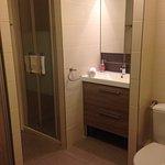 Exemple de chambre single, spacieux et propre. Vu la taille de la chambre petit regret de ne pas