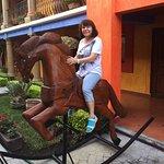 Na dziedzińcu hotelu można było dosiąść konia 1