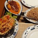 Le petit restaurant d'hier soir : poulet ananas frais mouilles sautées et mon mari canard croust