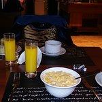 On a passé une bonne soirée et un bon petit déjeuné dans ce petit hotel tres conviviale.