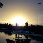 lever de soleil sur la piscine