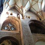 Os magnifícos teto e vitral da Lady Chapel. à esquerda o Orgão