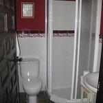 baño de la habitacion