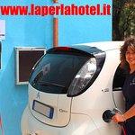 Primo albergo della riviera ad avere installato le colonnine di ricarica per le auto elettriche
