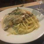 Linguini with fried chicken.