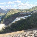 Blick zur Talseite auf das Wasserkraftwerk