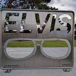 The Motel is next door to the ELVIS MUSEUM!!!!!!