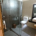 ガラス張りのシャワー室。水は流れ出てきます(笑)