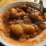 Menú horrible  Unas patatas con bacalao sin bacalao, la mesa sucia y cuando le indico a la emple