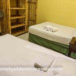 Habitacion Doble con 2 camas y baño compartido
