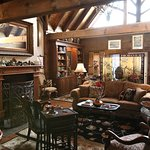 Great Room - Beauty Lodge at Azalea Falls