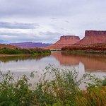 Blick vom Lodgegelände auf den Colorado River