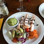 Smoked chicken with guacamole & side salad - starter