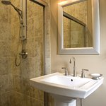 Edmonds Guest Room bathroom