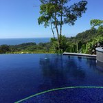 Beautiful infinity pool & Jacuzzi