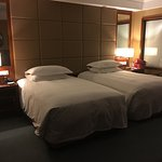 Twin beds in lakeside room