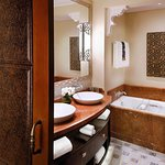 Superior Deluxe Room Bathroom, The Palace, One&Only Royal Mirage