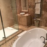 Keats Bathroom