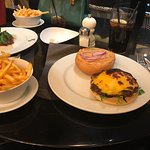 Lovely place, delicious food! We ordered the steak and the cheese burger and it was perfect. Gre