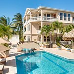 Poolside rooms/ Pool/ Bar