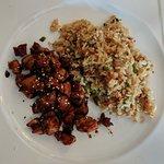 Teriyaki de pollo con arroz frito