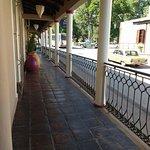 pasillo de entrada, vista a la plaza principal de Chicoana