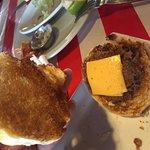 Una de las 4 mini hamburguesas y su contenido