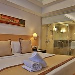 Deluxe room with standard 1 king sized bed