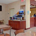 Photo of Holiday Inn Express LaGuardia Airport