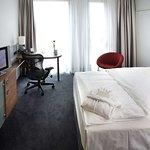 Queen Evolution Room - Bedroom