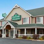 CountryInn&Suites LittleFalls ExteriorDay