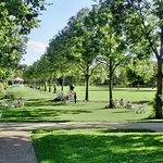 Barfußpfade zum Pavillon im Kurpark