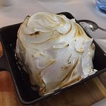 A soft merengue filled with icecream... Light, but ideal to share!