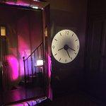 Miroir Philippe Starck dans le hall d'entrée