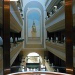 Vista de los pasillos y del hall desde el ascensor