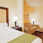 Holiday Inn Express & Suites Foley/N Gulf Shores AL King Bed Suite