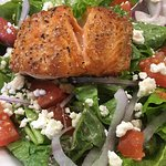 Panseared salmon and salad