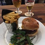 Lunch special classic burger + pint of birra moretti