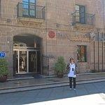 Fachada del hotel palacio sobre plaza del ayuntamiento