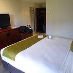 Room 611 Queen Bed
