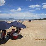 Muy cerca la Playa Solanas, amplia y llana.