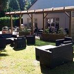 Jardin avec sa terrasse et sa Pergola
