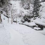 雪に埋もれた公園
