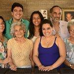 Integrantes da Família Amado na inauguração da loja em Tiradentes