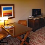 Four Seasons - Desk, cabinet & TV