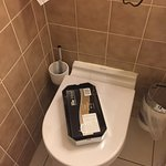 Bilder aus dem absolut verwohnten Bad des Leonardo Hotel & Residenz München. Bräuchte dringendst