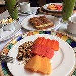 El desayuno continental incluido es bastante generoso.