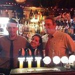 Al Braze Head. Un cameriere, il proprietario e io :)