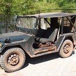 Je pense qu'il s'agit de la jeep du patron, un vieux souvenir...